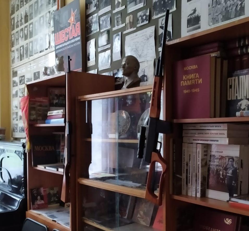 Музей боевой славы 6-й дивизии народного ополчения и 31-й армии работает в школе на улице Амундсена